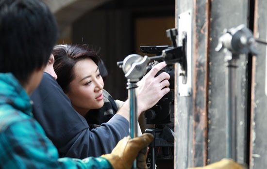 """许晴代言""""中国电影"""" 返上海拍摄《环形使者》"""