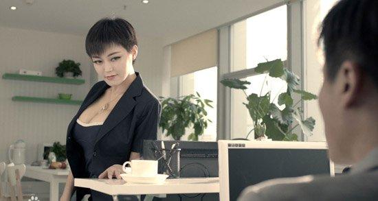 众名导v视频《李查德的完美视频》潘春春出演情趣内衣英国透视情人图片