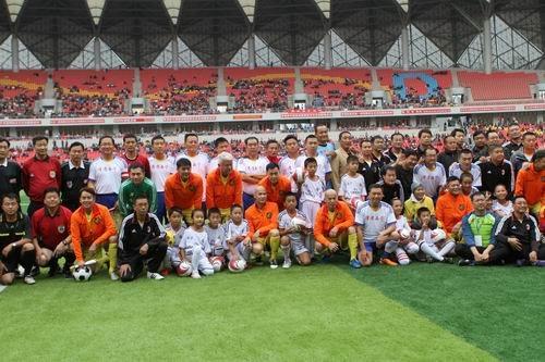 香港明星足球队西宁友谊赛开赛 影视大腕助阵