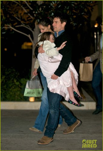 汤姆克鲁斯带妻女外出 爱女耍赖阿汤哥秀父爱