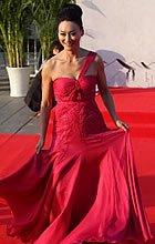 惠英红红裙端庄亮相