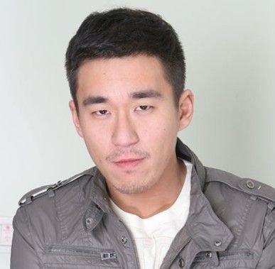 张默获释直奔片场 只发道歉声明不再开发布会
