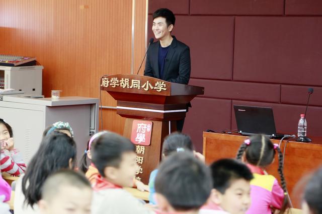 张晓龙礼学课堂走进小学 收《文学英雄》邀请贴