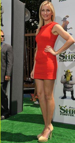 卡梅隆·迪亚兹穿红色短裙宣传《怪物史莱克4》