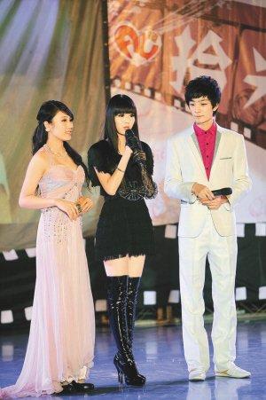 深圳大学十周年庆典晚会上演 大运之星登台献艺
