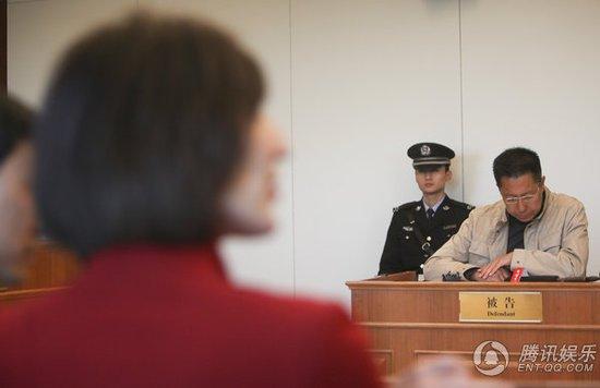 李阳离婚案明日重审 家暴、财产将再成焦点