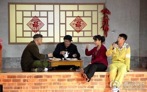 独家:赵本山《同桌的你》首次亮相 彩排留包袱