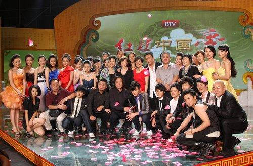 新《红楼梦》全国上星 出品方携手剧组共同庆贺