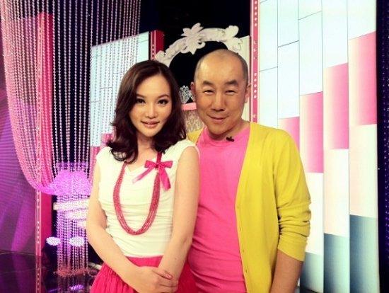 李佳璐现身美丽俏佳人 时尚头型彰显贵族气质