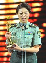 岳红获观众最喜爱电视演员