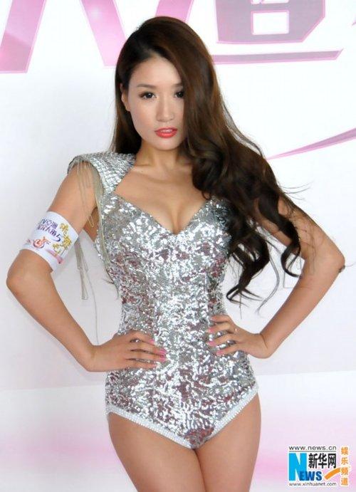 孙敬媛美人鱼装性感热舞 香港首度开唱同庆奥