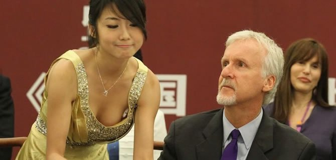 """北京电影节时候采访卡梅隆需要""""摇号"""",主办方的安排引来诟病.图片"""