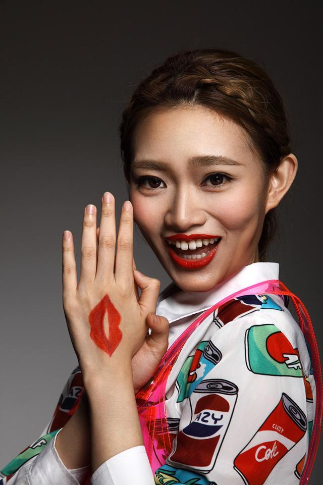 崔天琪新专辑《双子座》首发 双面风格双面大嘴