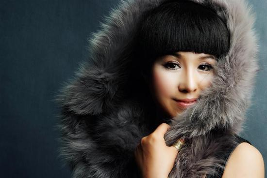 草原歌手乌兰托娅签约新公司 与祖海熊汝霖同门