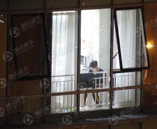 独家:谢霆锋王菲复合 家中甜蜜亲吻共餐
