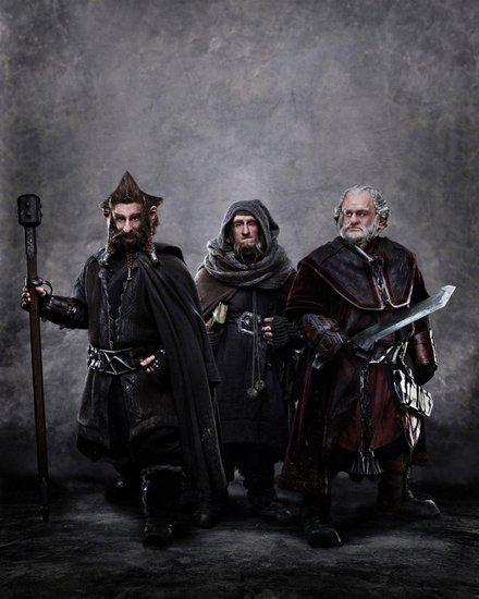 《霍比特人1》发新剧照 矮人三兄弟盛装亮相