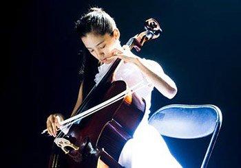 《北爱》中欧阳娜娜拉琴的镜头,导演陈思诚也被打动