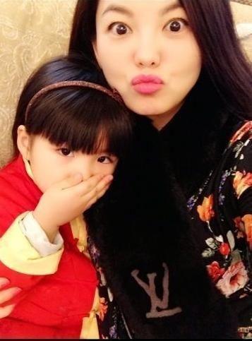 李湘不愿女儿进娱乐圈 要不要生二胎听王诗龄的
