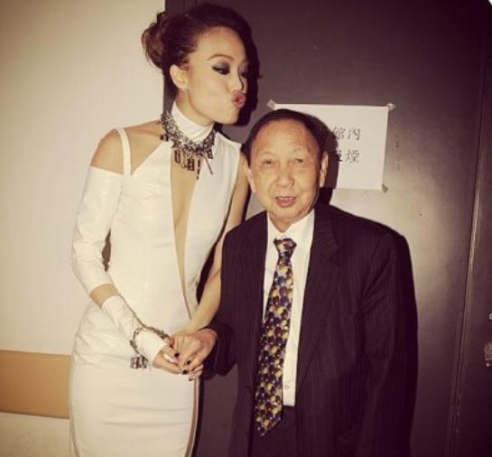 香港演唱会之父张耀荣家中离世 终年82岁