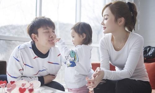 全家一起上 贾乃亮李小璐携甜馨加盟湖南跨年