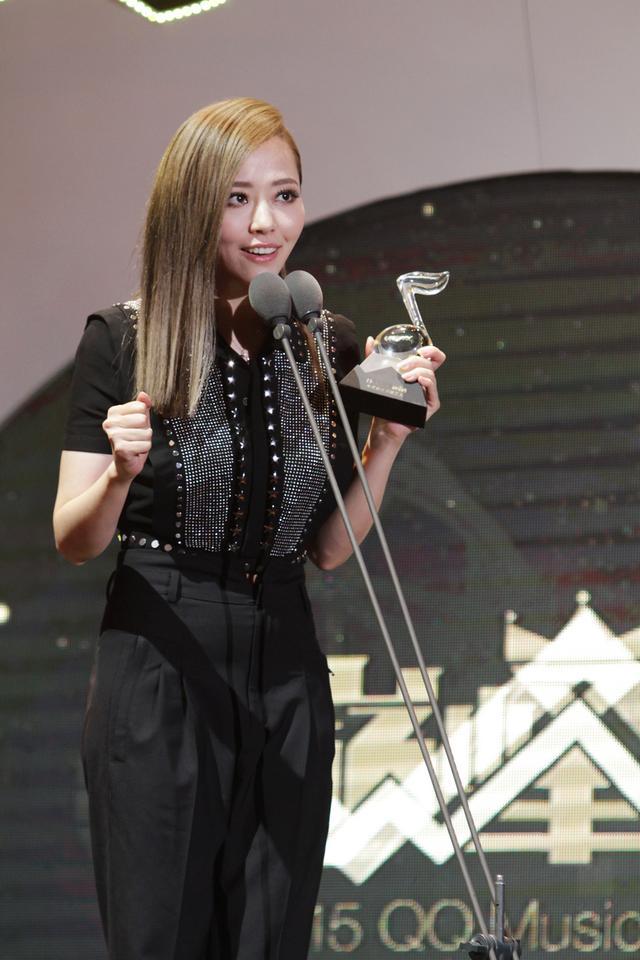 张靓颖再夺最佳女歌手大奖 创意组曲震撼视听