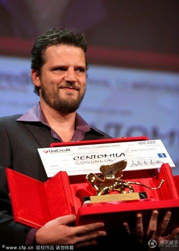 组图:威尼斯闭幕 塞伦尤斯获最佳处女作奖