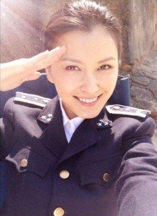 徐洁儿成年代戏新宠 《玲珑局》中饰强势女探长