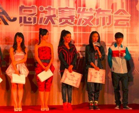 《舞林大会》巅峰对决 牛萌萌赛前获舞林百变奖
