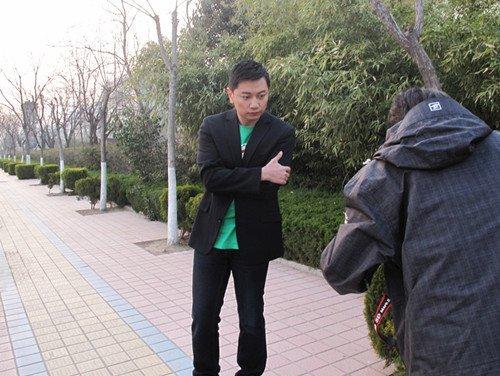 """张洪睿领衔《爱情三贱客》 上演""""英雄救美"""""""