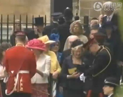 威廉大婚嘉宾开始入场 新人将乘座敞篷皇家马车