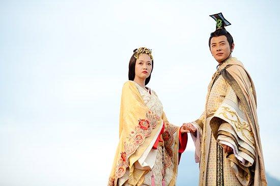 罗晋傲骨侠气 《王的女人》携陈乔恩上演虐恋