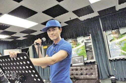 林峰不理绯闻专注个唱:只担心记不住歌词(图)