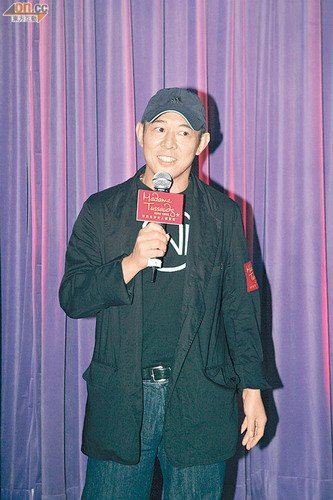 李连杰承认入籍新加坡 为外界过激反应感到奇怪
