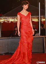 汤唯红色长裙气质高雅