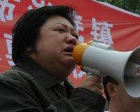 韩红流泪投入爱心救援行动