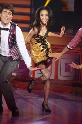 佟丽娅舞台魅力十足 《舞动奇迹》表现被奉经典
