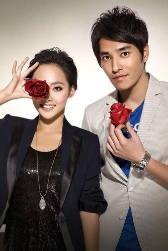 张嘉倪(左)、蓝正龙