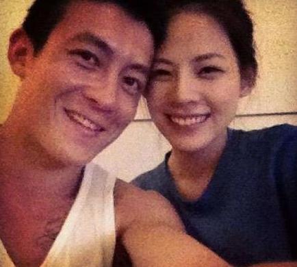 陈冠希开心与女友在一起:我做什么她都很支持