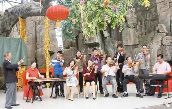 全家的小提琴名曲联奏曾在1992年山西省家庭音乐会上轰动全省,一时传图片