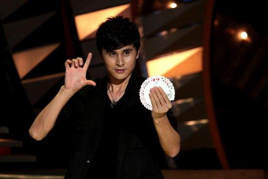 《谁与争锋》最帅魔术师刘世杰挑战千王之王