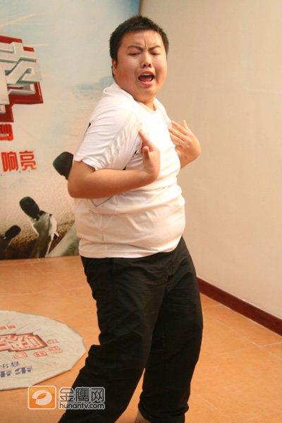 南京小胖全副武装赴快男 搞笑歌舞快乐开唱