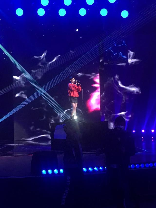 杨美娜嗨唱央视榜上榜 钻石嗓音让耳朵怀孕!
