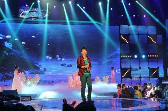 樊凡登BTV2012网络春晚 深情献唱受观众热捧