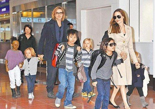 皮特与朱莉赴海岛跨年 雇12名保姆照顾孩子