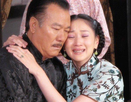 《百媚千娇》热拍 许还幻李修贤上演纠葛父女情