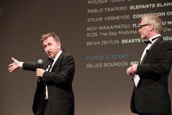 Tim Roth现身《浮城》首映 朱亚文提供正能量