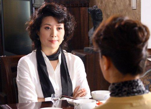 王静新戏一人分饰姐妹 演双面母亲暗藏谜团