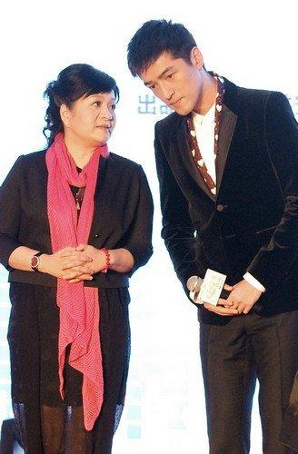 胡歌《生活启示录》开机 王丽萍赞其最佳人选