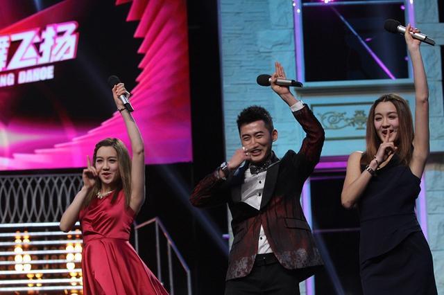 杨钰莹深情献唱轮椅舞者 表情帝杨迪开创新舞种