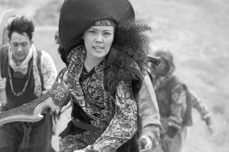 《翡翠》演女版鲁智深 容祖儿玩丑想学莫文蔚